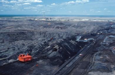 Φωτογραφία από ορυχείο πριν την αποκαστάση (Alberta, Canada; Πηγή: https://www.earthmagazine.org/article/reclaiming-albertas-oil-sands-mines)